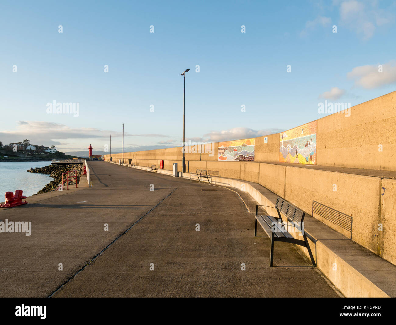 Bangor, Northern Ireland, UK. 17 November 2017. UK Weather: A deserted Eisenhower Pier as the sun goes down and - Stock Image