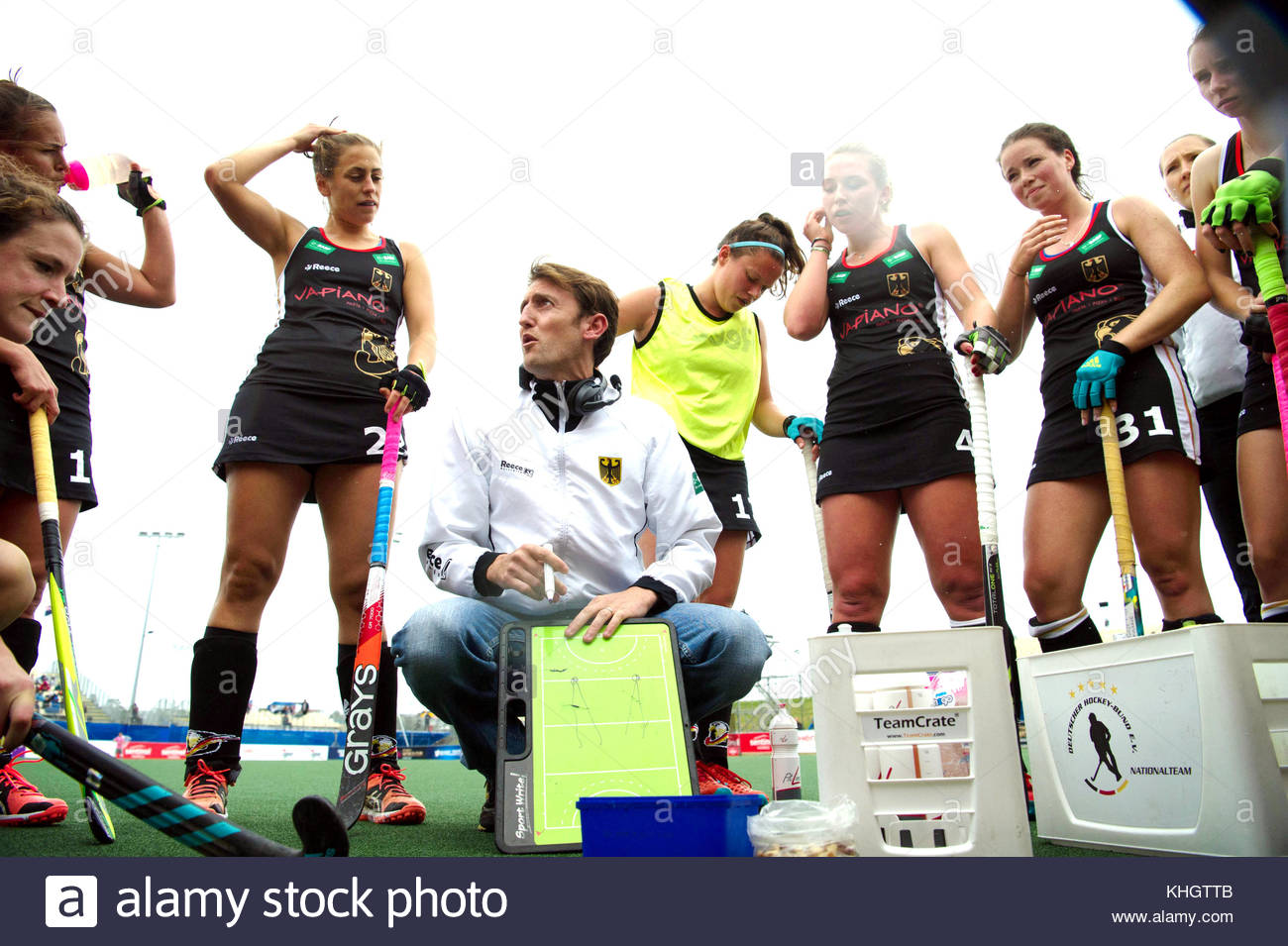 Auckland, New Zealand. 18th Nov, 2017. The German head coach Xavier Reckinger speaks with his players during the Stock Photo