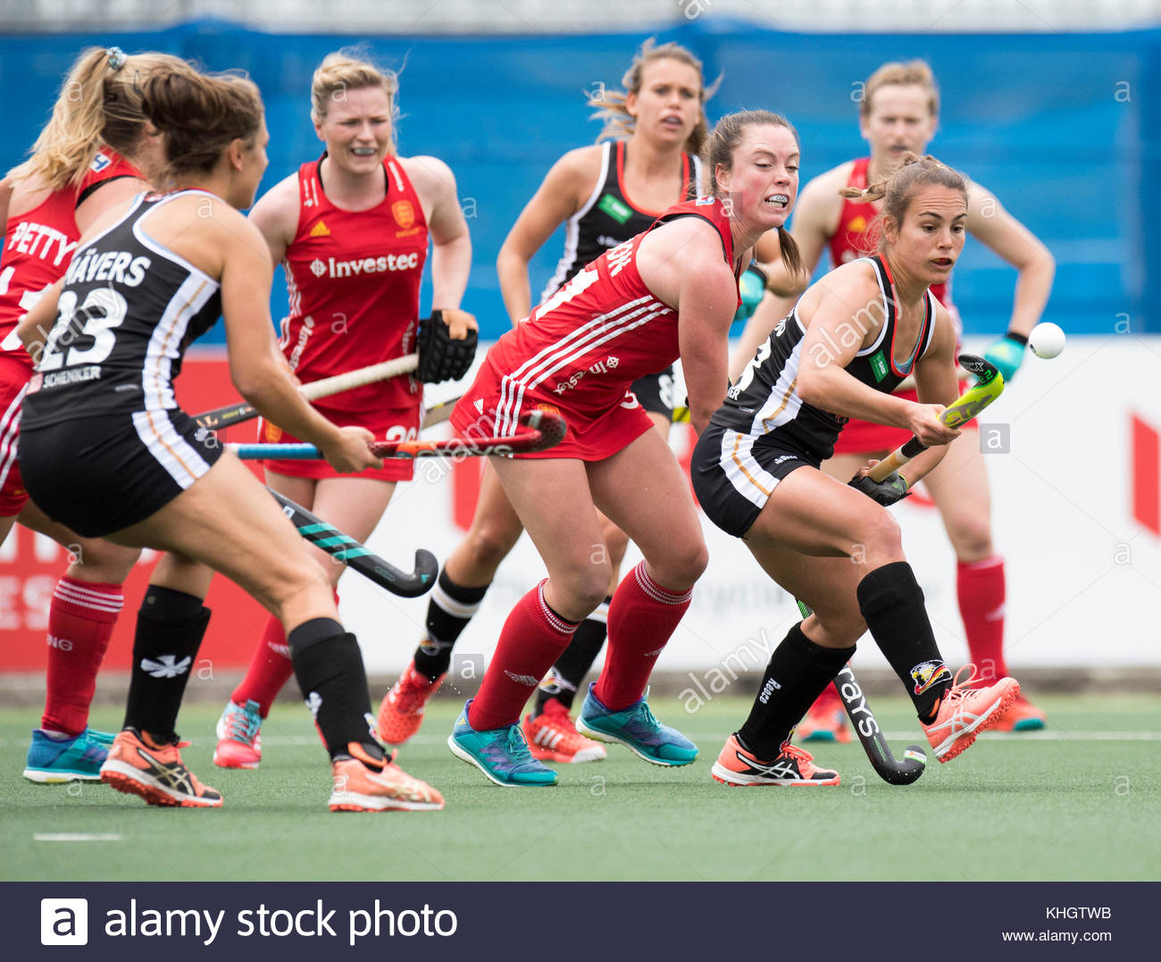 Auckland, New Zealand. 18th Nov, 2017. The German player Lisa Altenburg (R) during the women's hockey World League Stock Photo
