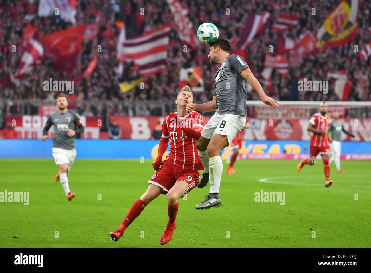 Robert LEWANDOWSKI (FC Bayern Munich), Aktion, duels versus Rani KHEDIRA (FC Augsburg). Fussball 1. Bundesliga, - Stock Image