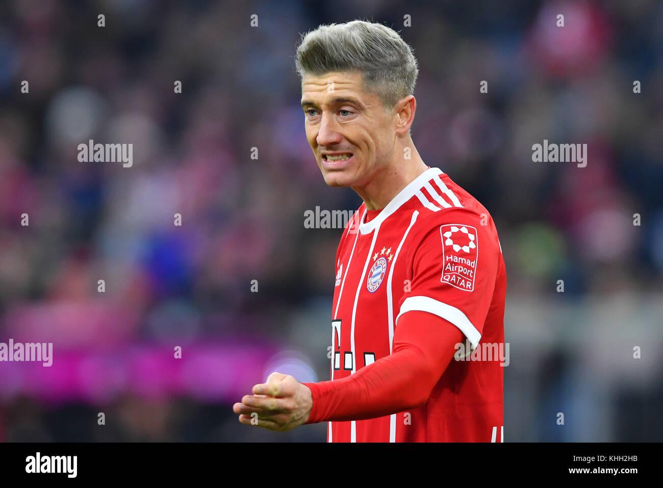 Robert LEWANDOWSKI (FC Bayern Munich), gesture, Aktion, Einzelbild, angeschnittenes Einzelmotiv, Halbfigur, halbe - Stock Image