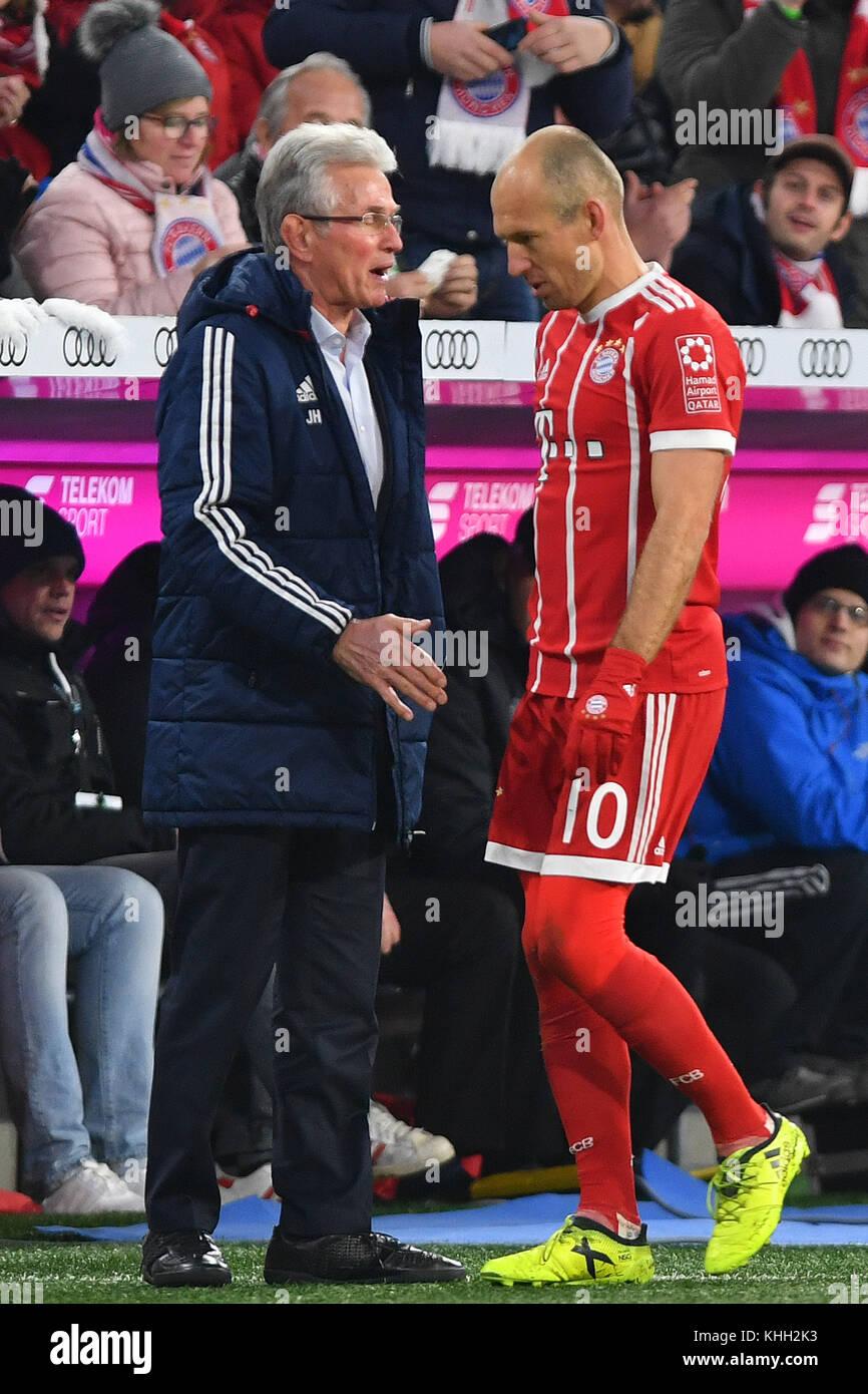 Jupp HEYNCKES (Trainer FC Bayern Munich) with Arjen ROBBEN (FC Bayern Munich) after Auswechslung, Fussball 1. Bundesliga, - Stock Image