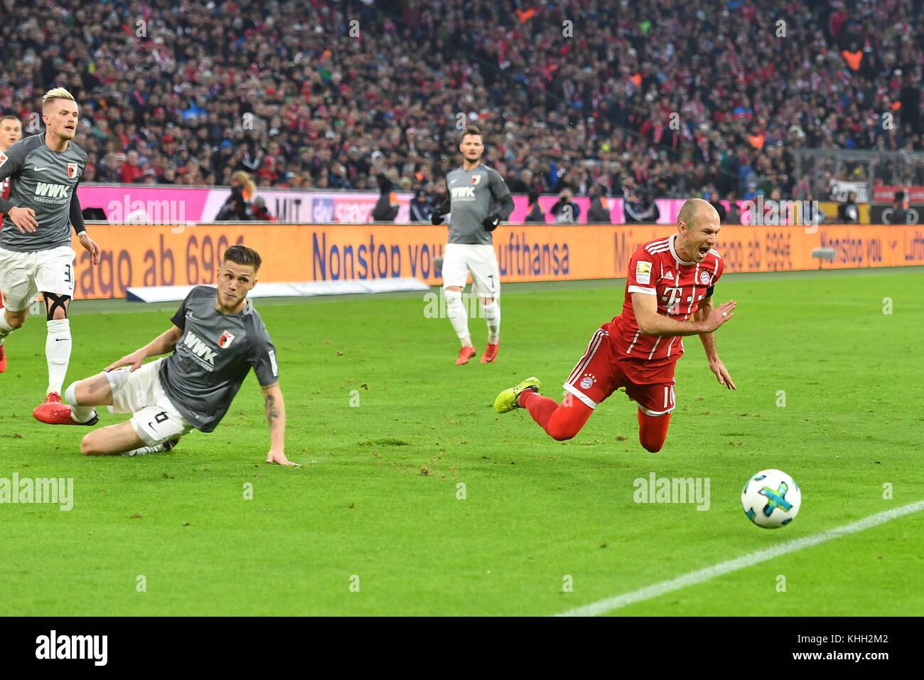 Jeffrey GOUWELEEUW (Augsburg), Aktion, duels, Foul an Arjen ROBBEN (FC Bayern Munich). Fussball 1. Bundesliga, 12.Spieltag, - Stock Image