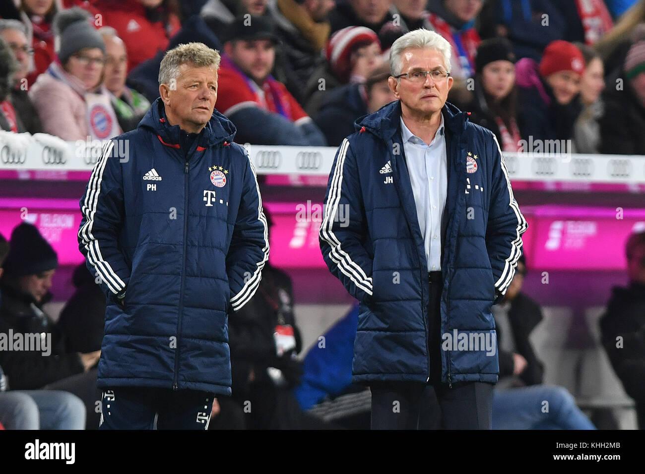 v.re:Jupp HEYNCKES (Trainer FC Bayern Munich), Peter HERMANN (Co Trainer FCB). Fussball 1. Bundesliga, 12.Spieltag, - Stock Image