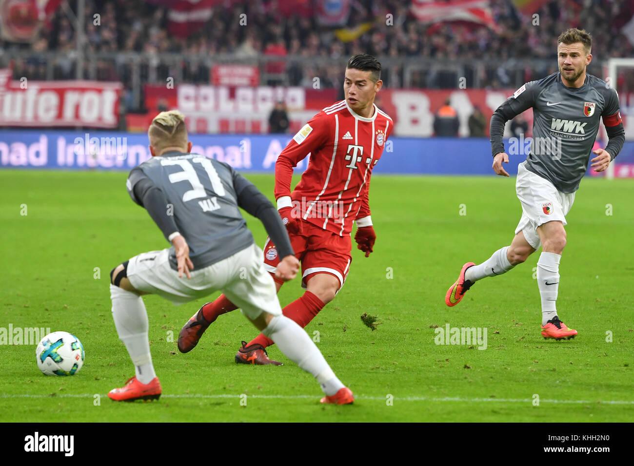 James RODRIGUEZ (FC Bayern Munich), Aktion, duels versus Philipp MAX (FC Augsburg). Fussball 1. Bundesliga, 12.Spieltag, - Stock Image