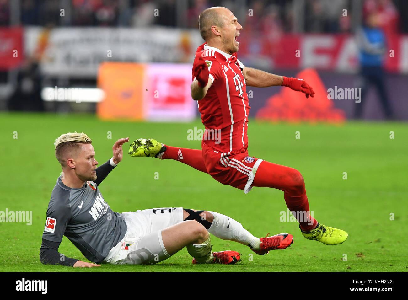 Philipp MAX (FC Augsburg), Aktion, duels versus Arjen ROBBEN (FC Bayern Munich). Fussball 1. Bundesliga, 12.Spieltag, - Stock Image