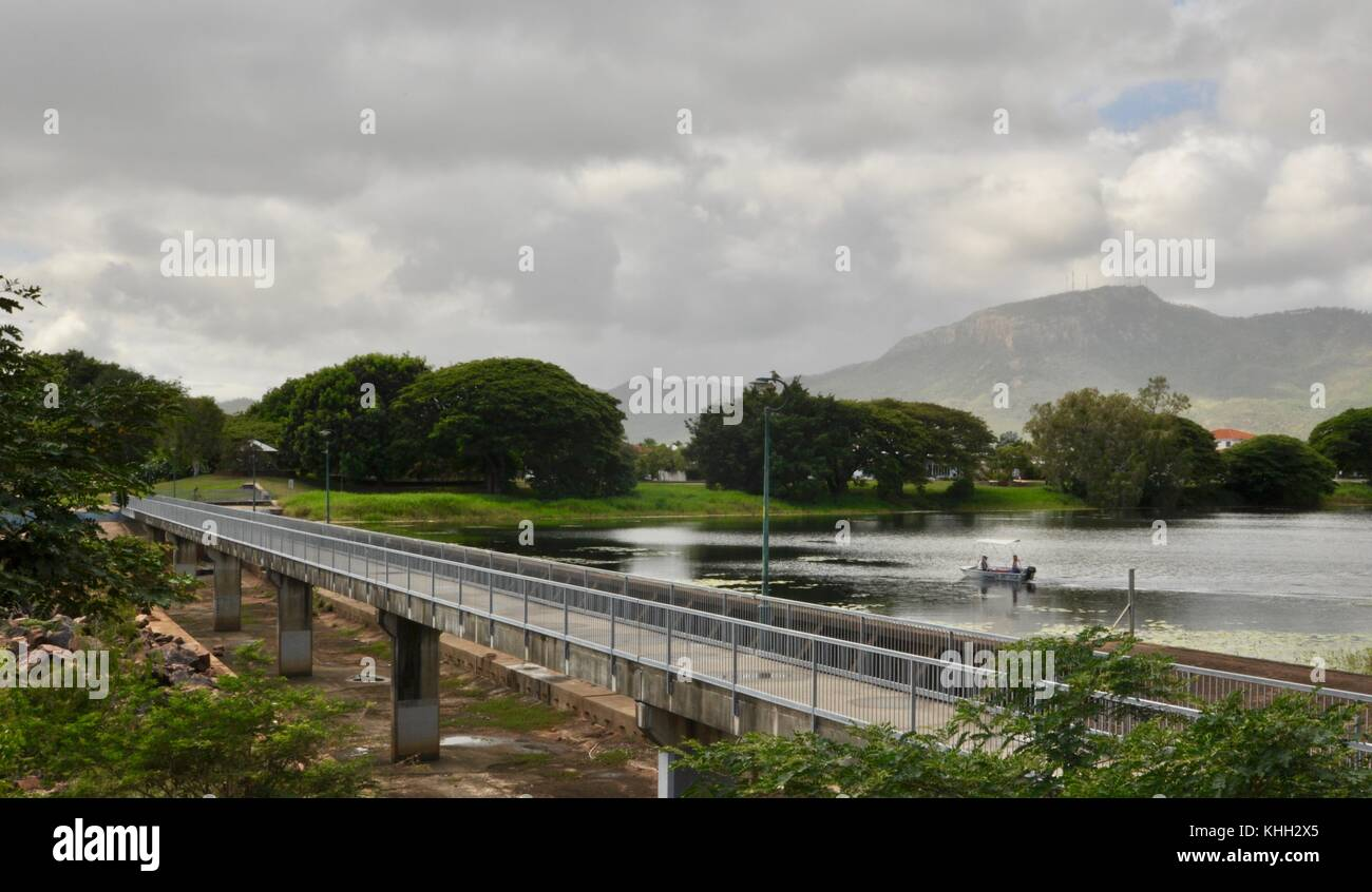 Ross River, Australia. 20th November, 2017. Signs of the change in seasons from dry to wet on the Ross River, Townsville, - Stock Image