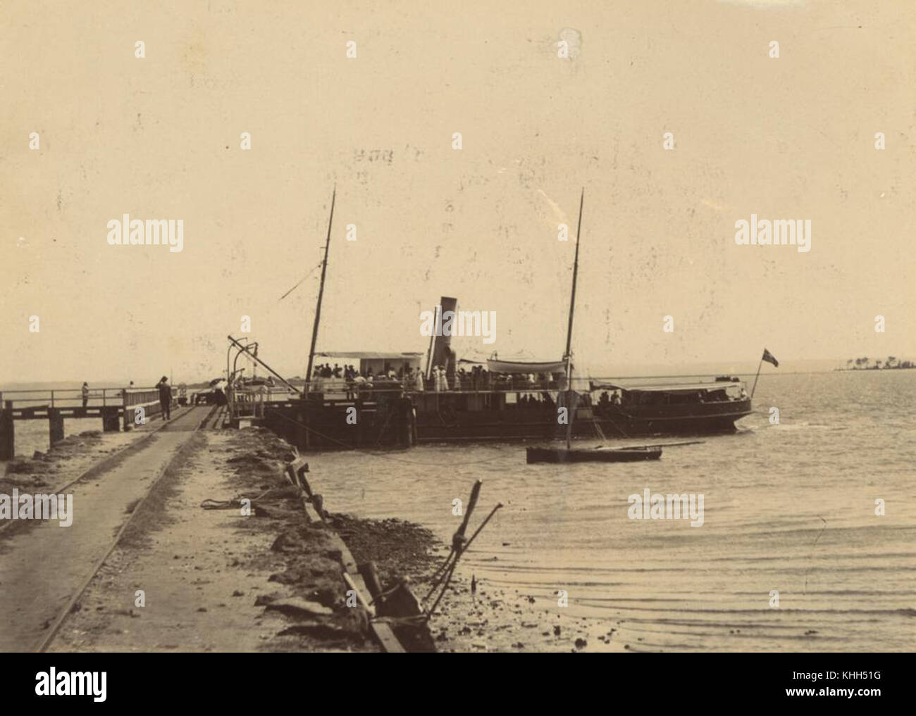 1 235133 Passenger steamship docked at the Dunwich Jetty, North Stradbroke Island, ca. 1890 - Stock Image