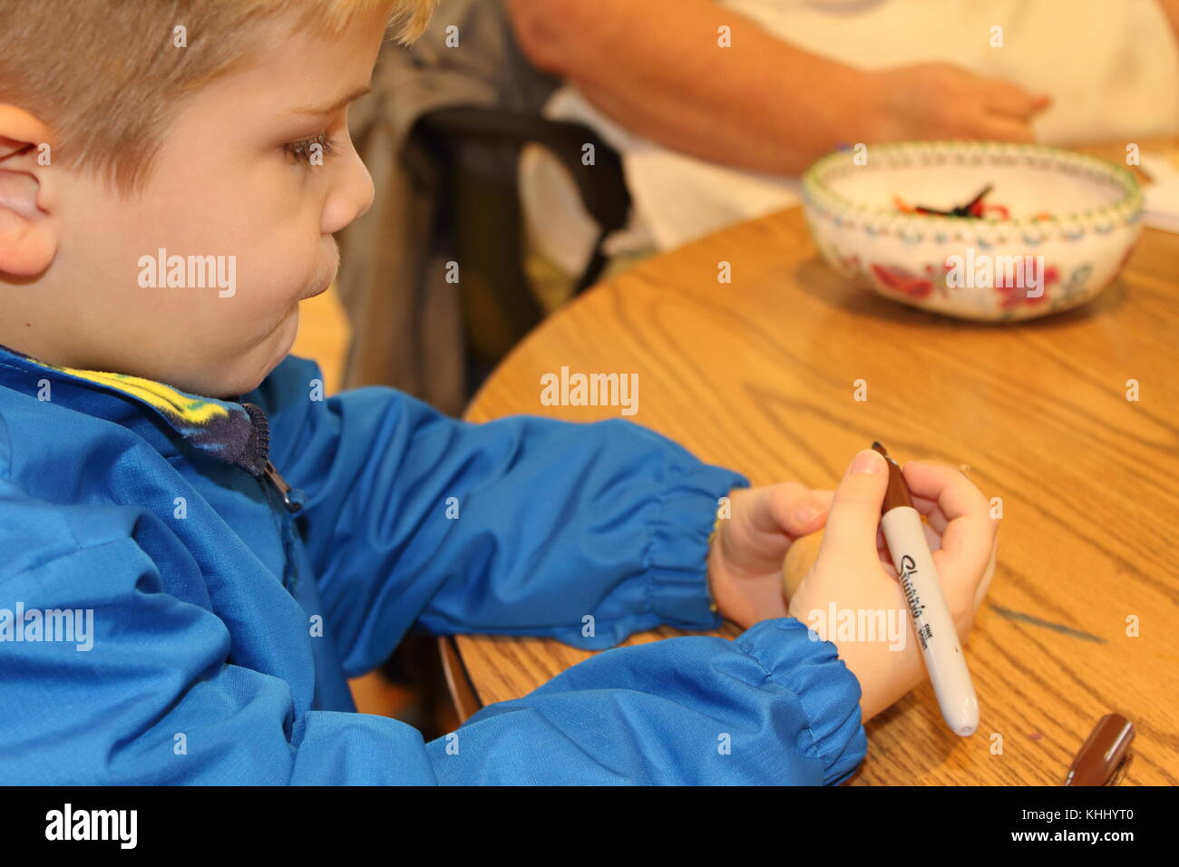 Little boy crafting - Stock Image