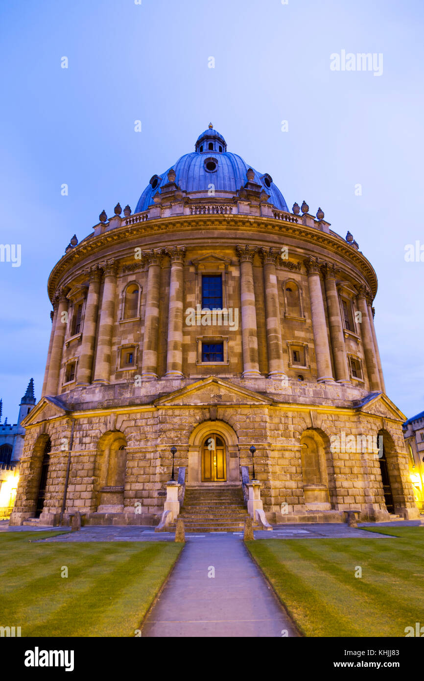 UK, Oxford, the Radcliffe Camera library at dusk. - Stock Image