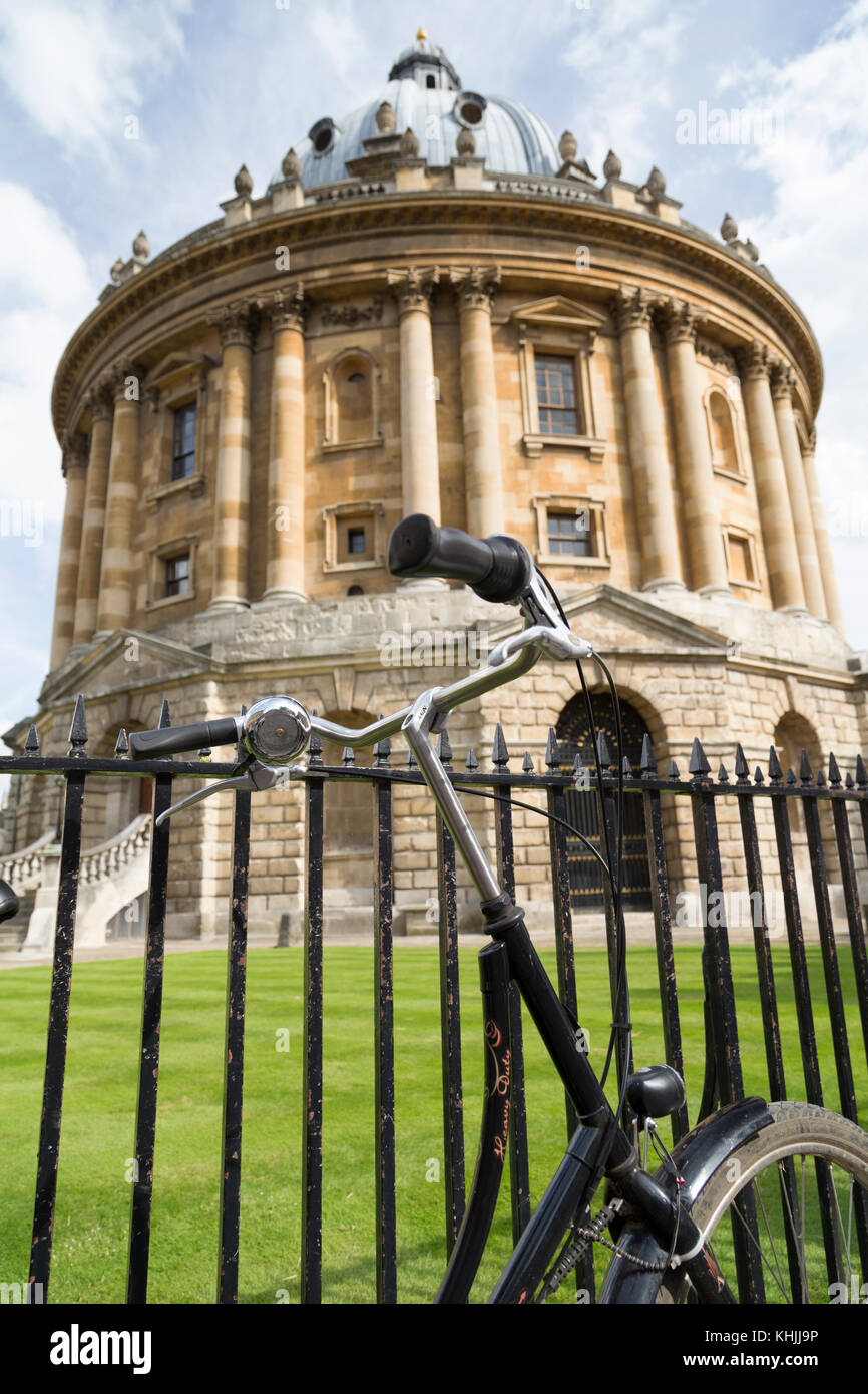 UK, Oxford, bicycle chained to the railings outside the Radcliffe Camera library. - Stock Image