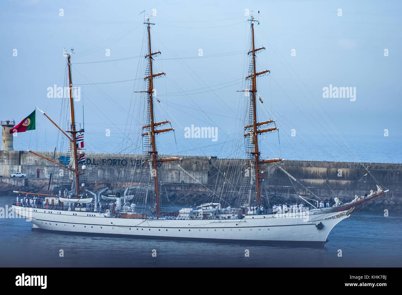Sailing Boat enters Porto harbour - Stock Image