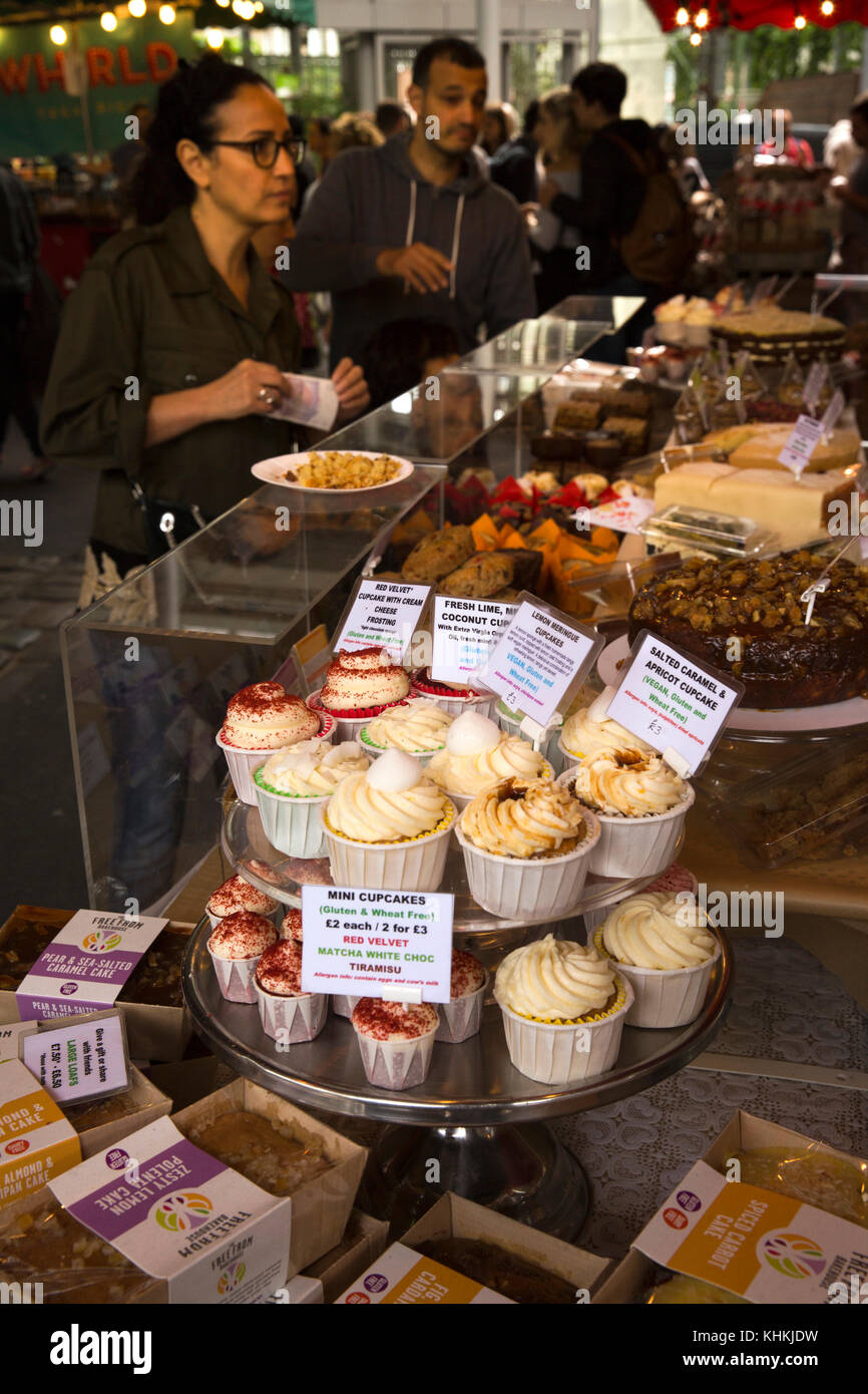 UK, London, Southwark, Borough Market, cake stall, gluten free cupcakes - Stock Image