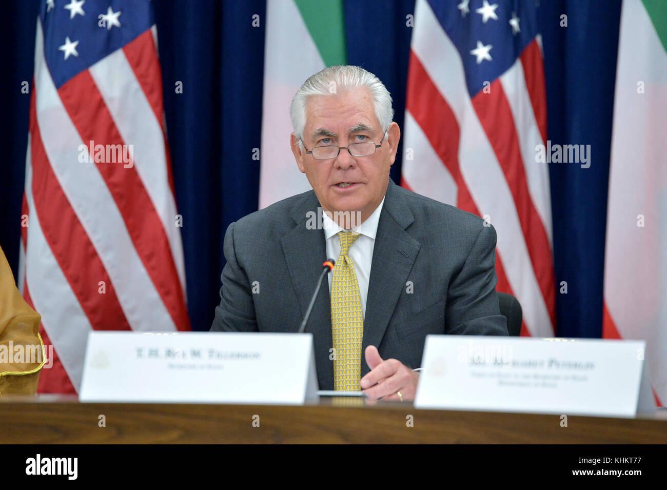 U.S. Secretary of State Rex Tillerson, flanked by Kuwaiti Foreign Minister Sheikh Sabah Al-Khaled Al-Hamad Al-Sabah - Stock Image