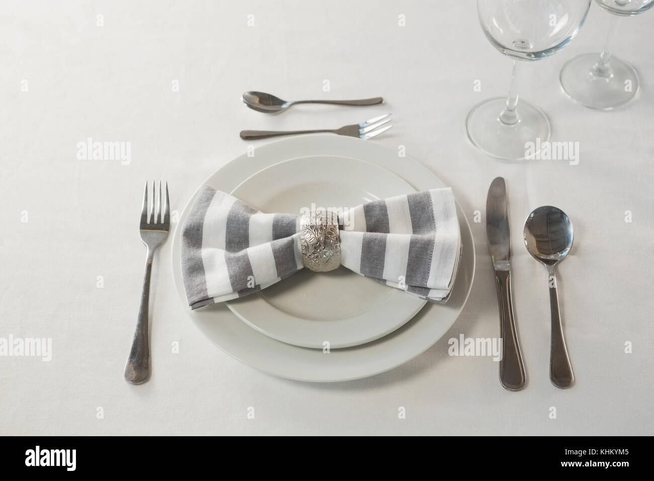 Close-up of plate and cutlery set elegantly on a table & Close-up of plate and cutlery set elegantly on a table Stock Photo ...