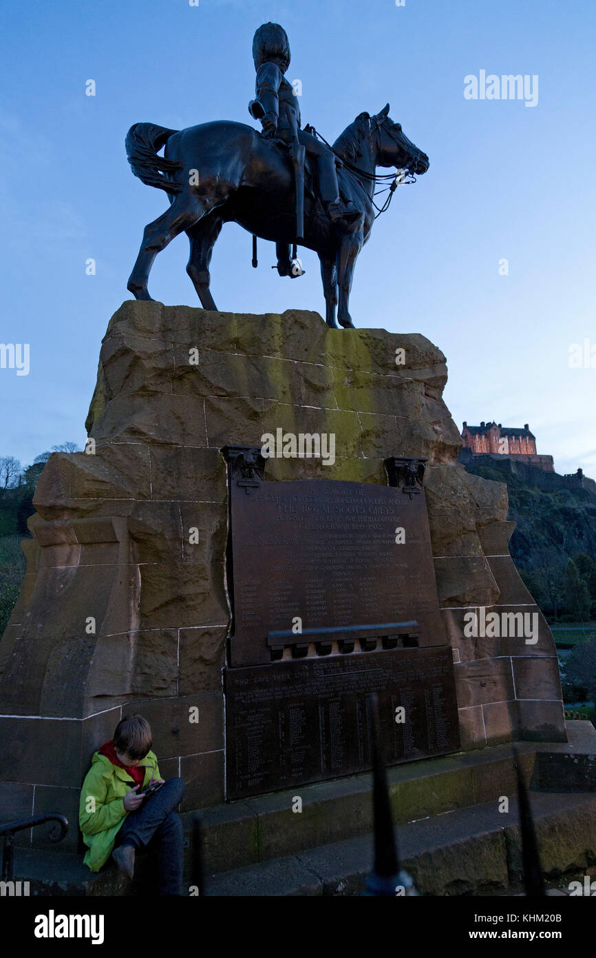 equestrian sculpture The Royal Scots Greys and castle, Edinburgh, Scotland, Great Britain - Stock Image