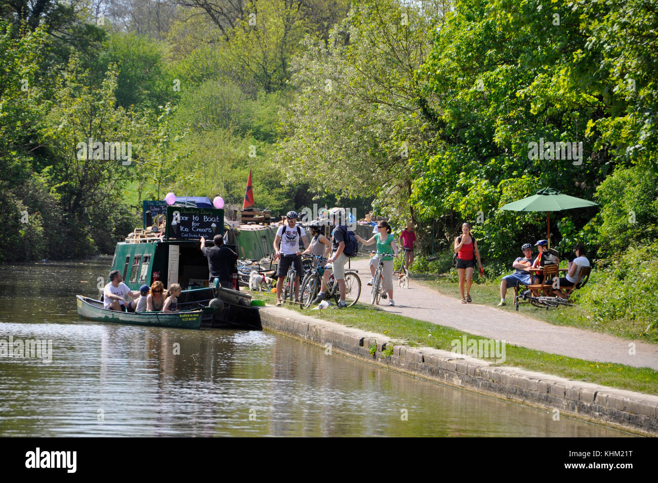 Ice Cream seller on barge caters for both towpath and waterbourne customers on a hot summers day on the Dundas Aquaduct - Stock Image