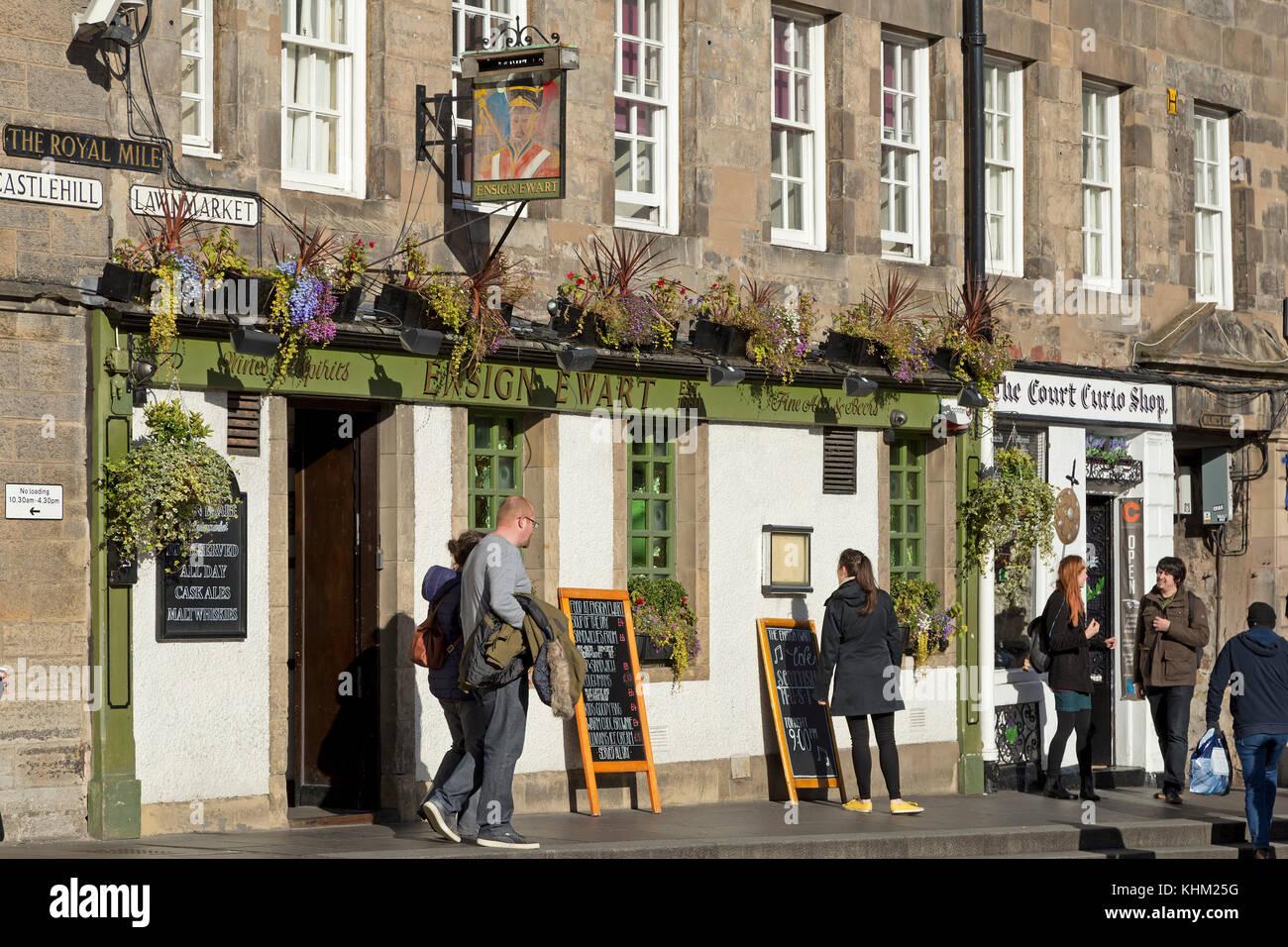 Pub, The Royal Mile, Edinburgh, Scotland, Great Britain - Stock Image