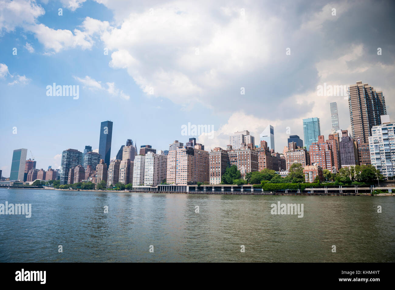 New York City skyline viewed across the East River from Roosevelt Island waterfront. - Stock Image