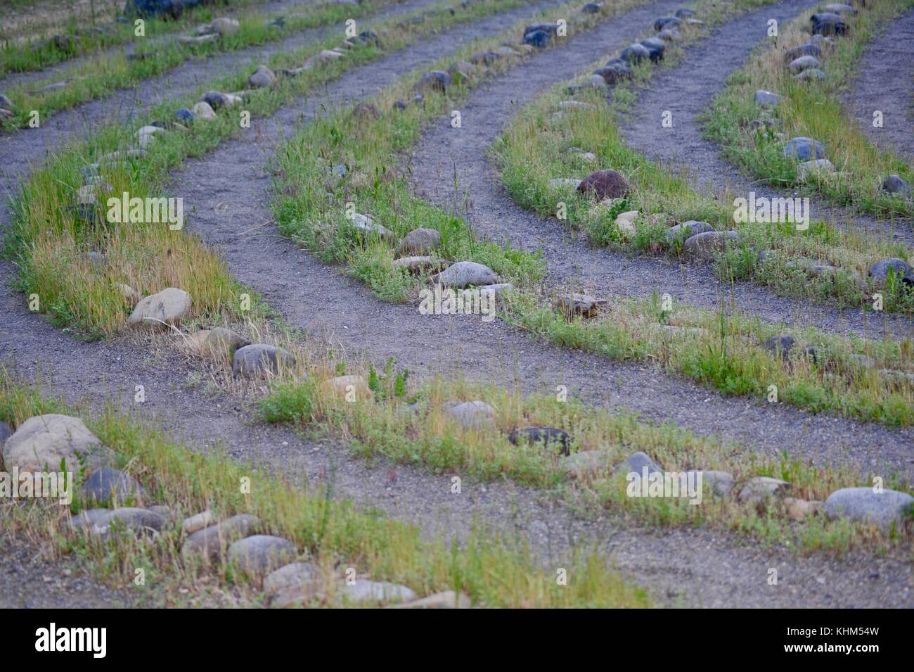 Rock and grass lined labyrinth with gravel walkway at Breitenbush Hot Springs, adjacent to Mt. Hood National Forest - Stock Image
