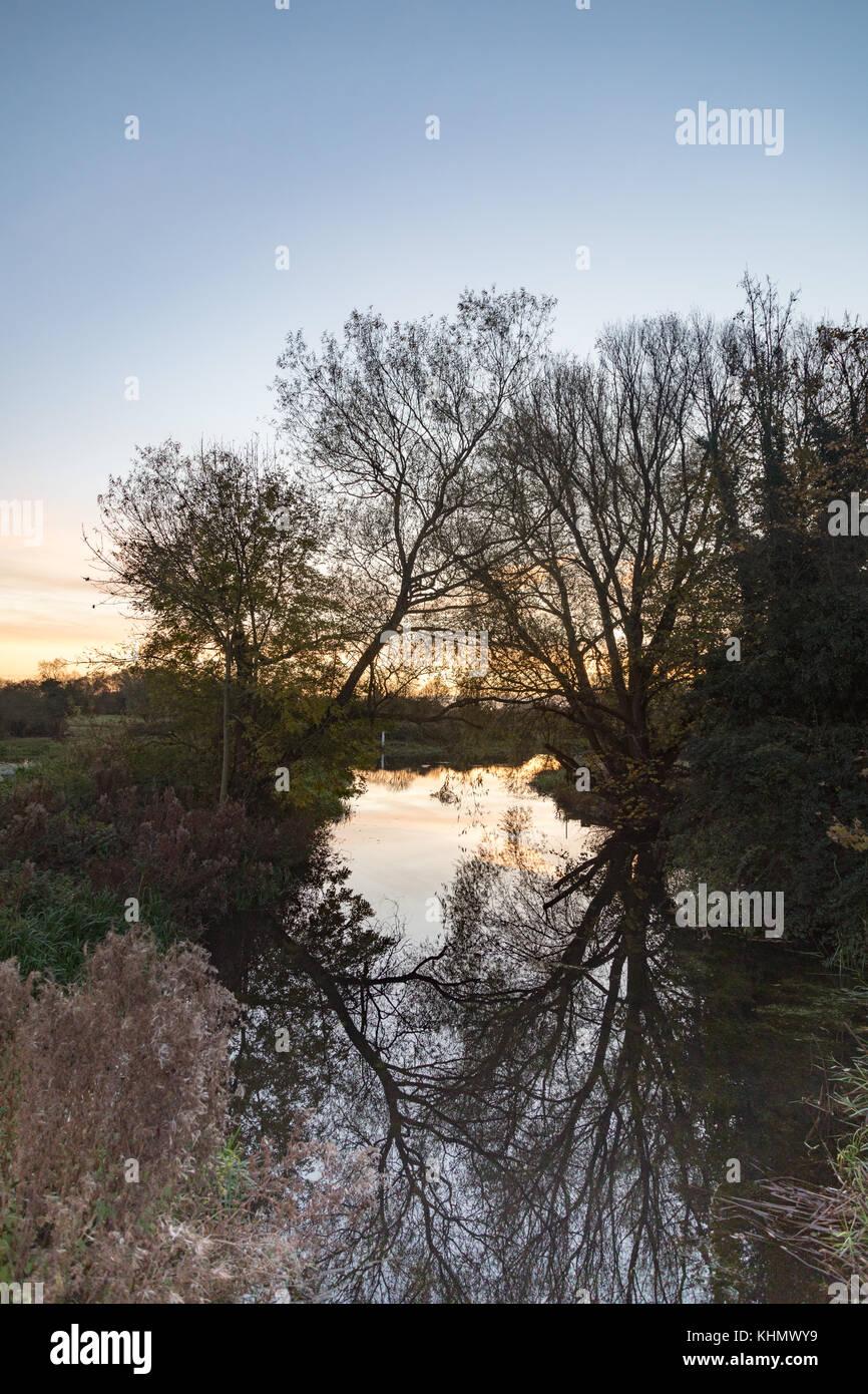 Stibbington, UK. 18th Nov, 2017. Stibbington, Cambridgeshire, UK. Saturday 18th November 2017. UK weather: Colorful - Stock Image