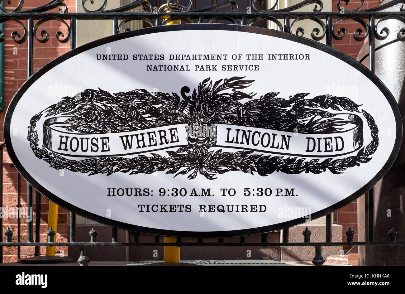 Plaque outside the Petersen House, where Abraham Lincoln died on April 15 1865, 10th St NW, Washington DC, USA - Stock Image