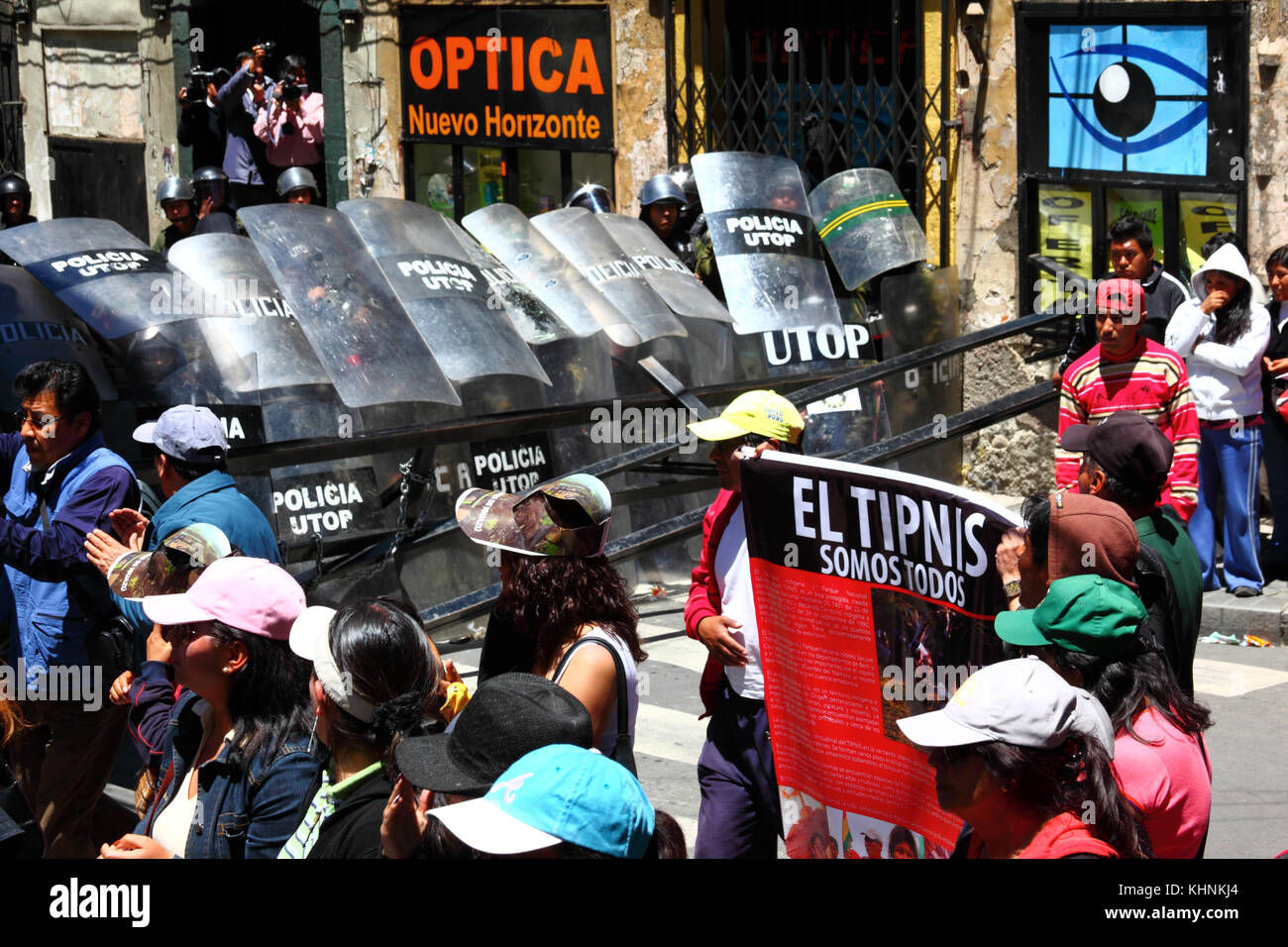 Protesters in La Paz 3 days after the Bolivian police violently invaded the camp of the VIII March in Defence of the TIPNIS at Chaparina, Bolivia Stock Photo