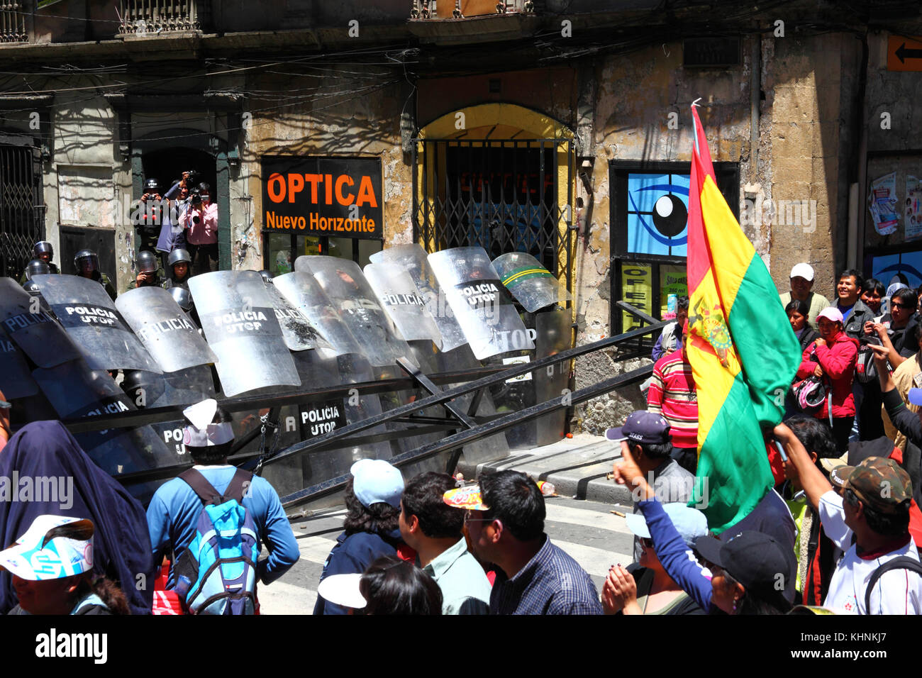Protesters in La Paz 3 days after the Bolivian police violently invaded the camp of the VIII March in Defence of Stock Photo