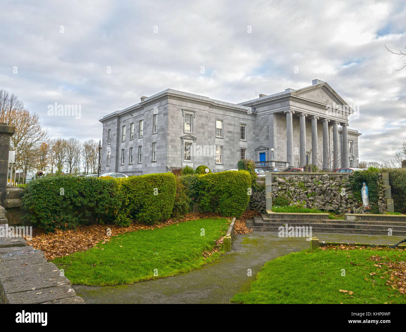 Ennis, Ireland - Nov 17th, 2017: Ennis Court Office, Offices & Maps and Courts Service of Ireland. Was built - Stock Image
