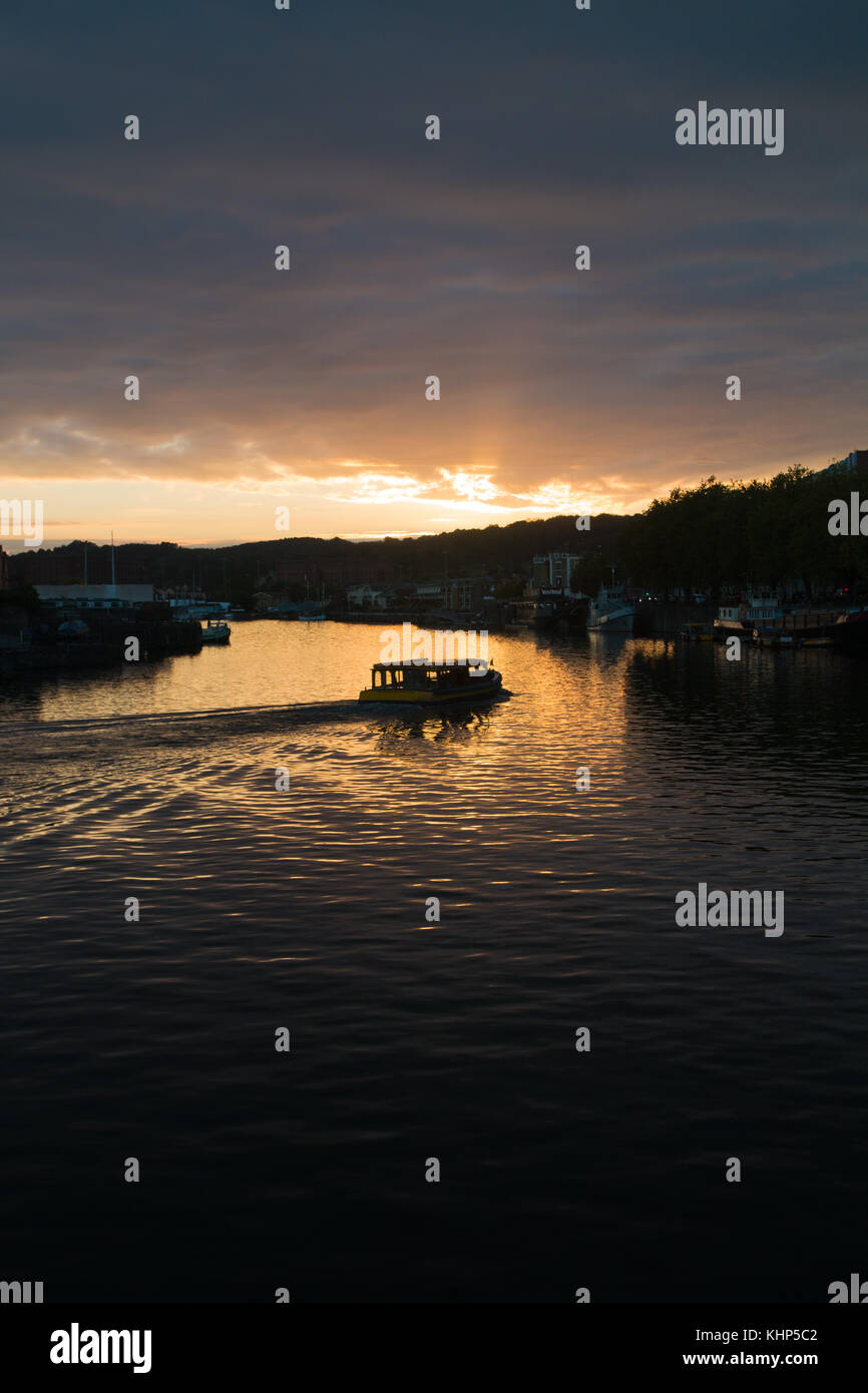 BRISTOL UK: Harbour ferry at sunset - Stock Image