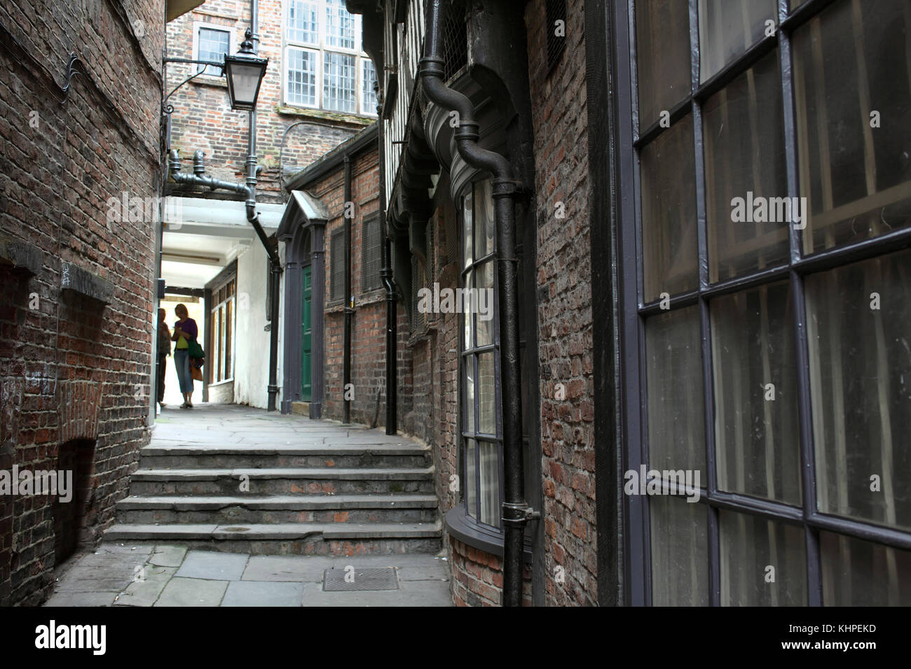 Lady Peckett's Yard, one of many narrow back alleys that thread their way through the city centre of York. - Stock Image