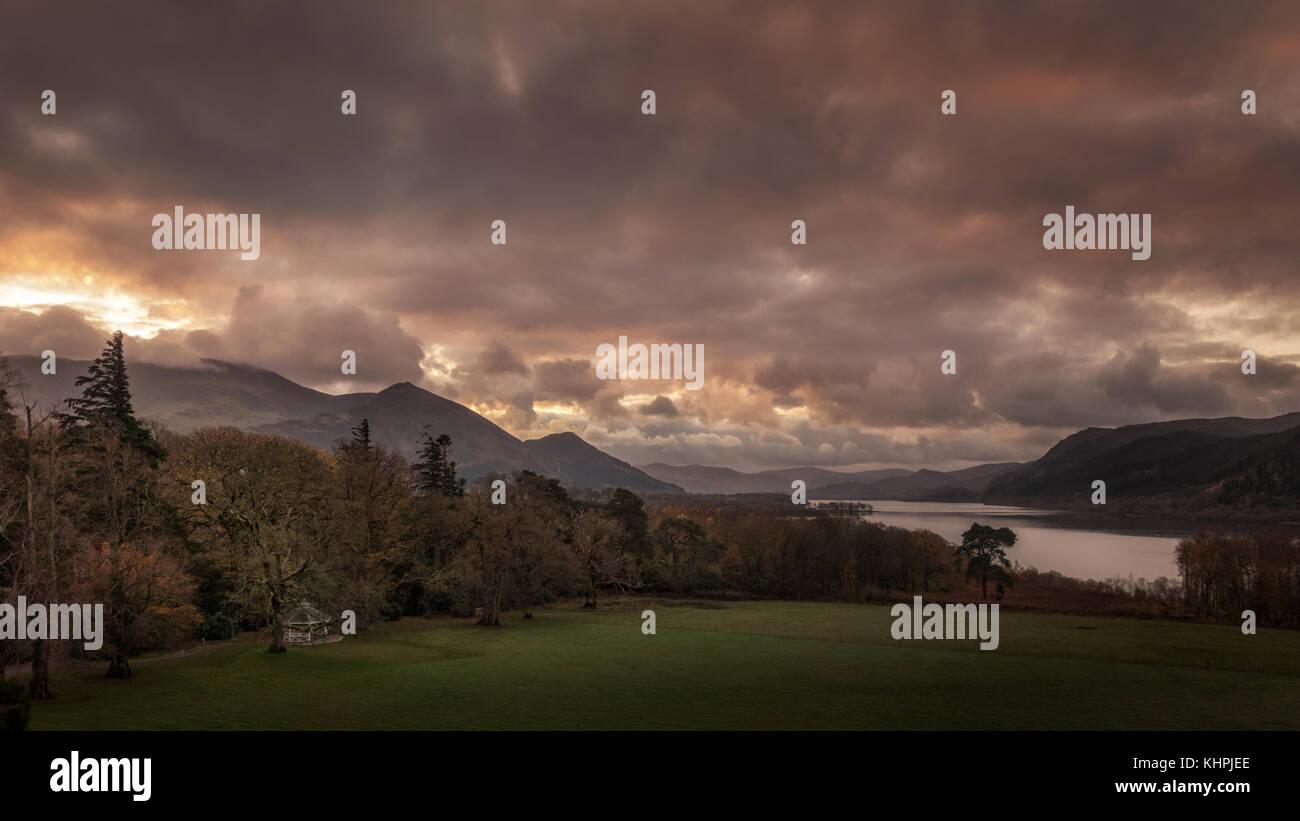 UK LANDSCAPES: Pink sunrise over Bassenthwaite Lake, Ullock Pike and Skiddaw mountains, Lake District, Cumbria - Stock Image