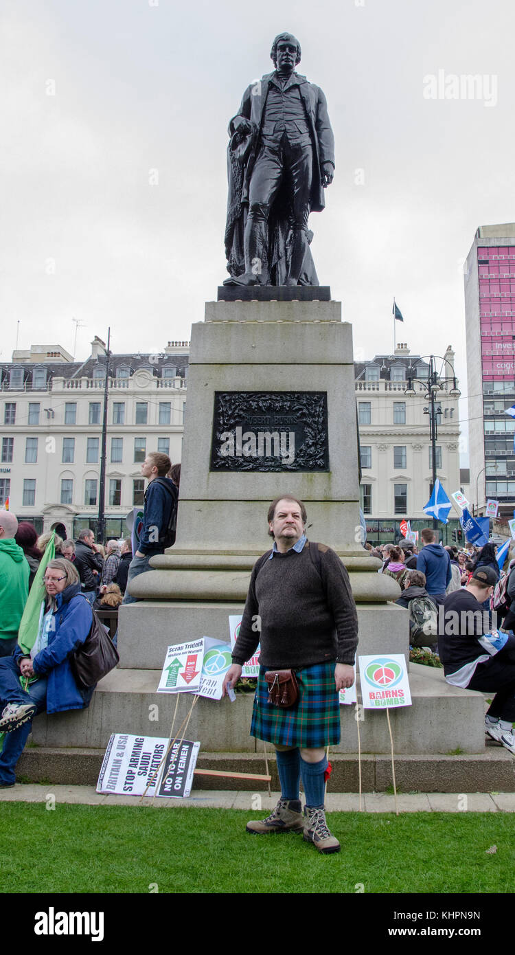 GLASGOW, SCOTLAND- APRIL 04 2015:  Man in kilt next to the Robert Burns statue. This was during the Bairns Not Bombs - Stock Image