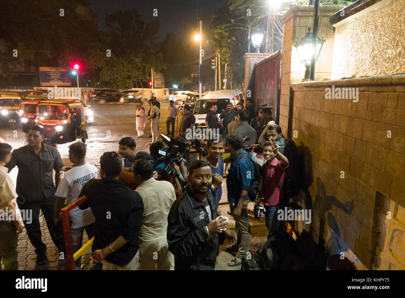 Paparazzi photographers outside home of Bollywood film star Amitabh Bachchan in Mumbai, India - Stock Image