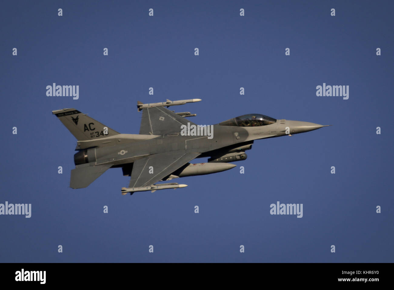 A New Jersey Air National Guard F-16C Fighting Falcon from the 177th Fighter Wing 'Jersey Devils' flies - Stock Image