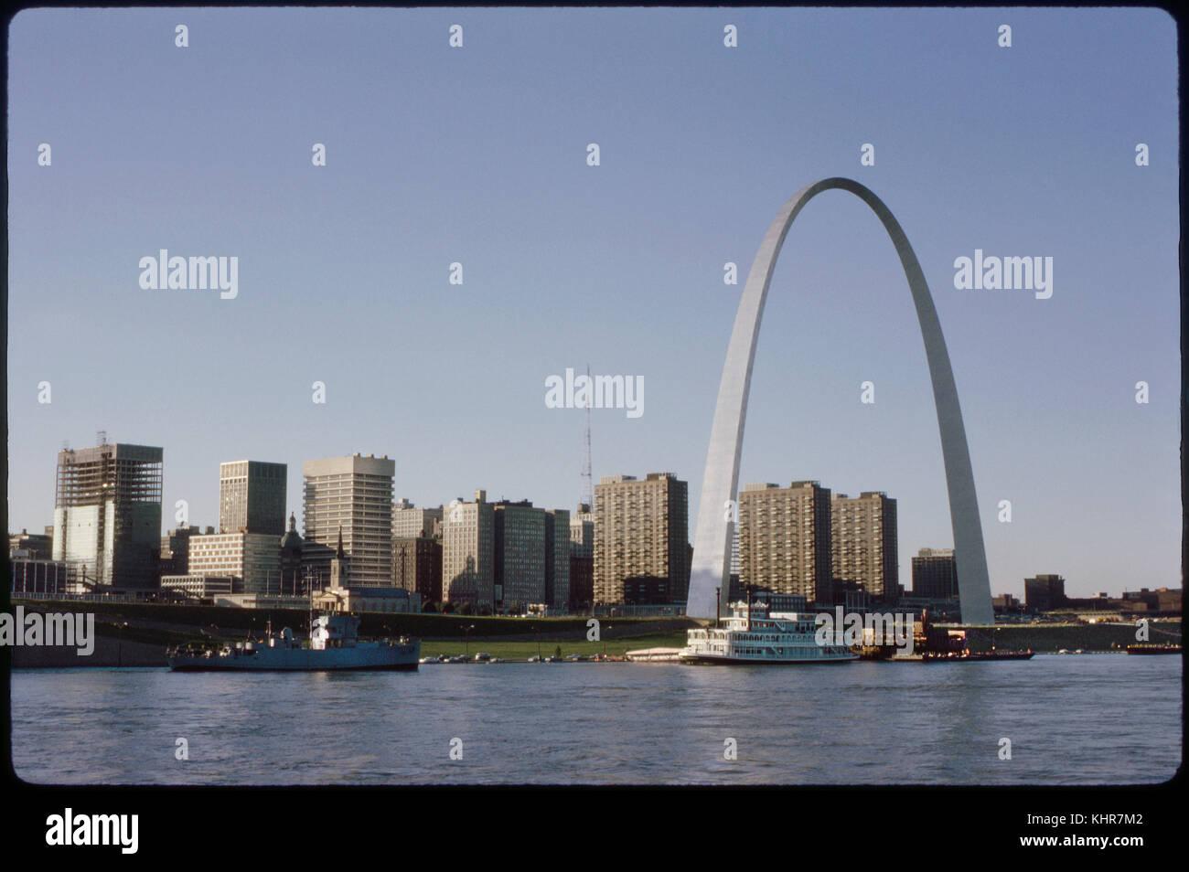 Skyline and Arch, Saint Louis, Missouri, USA, 1970 - Stock Image