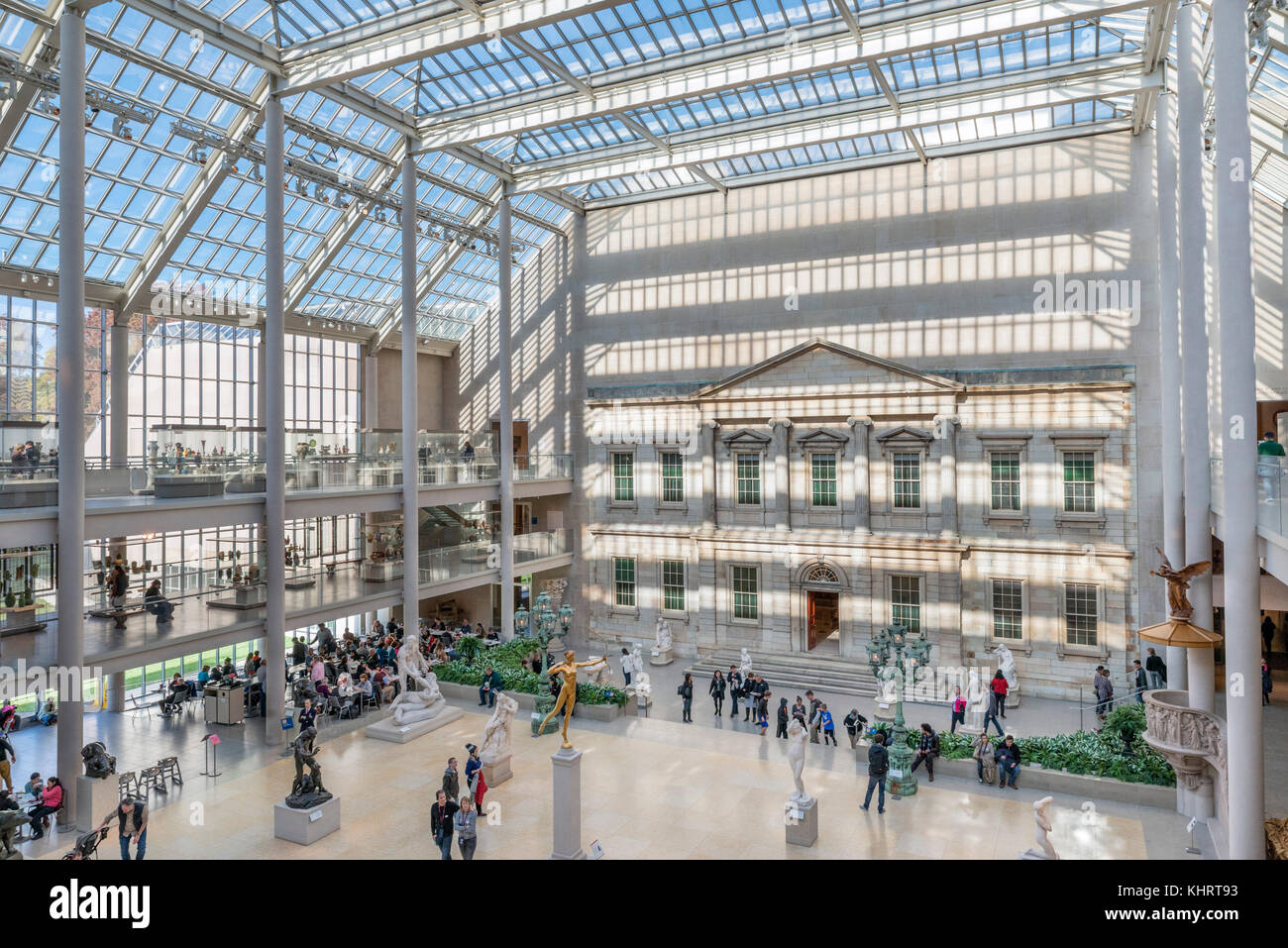 Interior of the Metropolitan Museum of Art, 5th Avenue, Manhattan, New York City, NY, USA - Stock Image