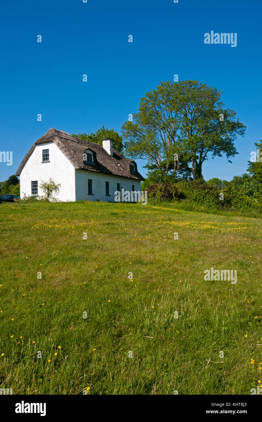 Typical house with thatched roof in Kinvarra, County Galway, Ireland - Stock Image