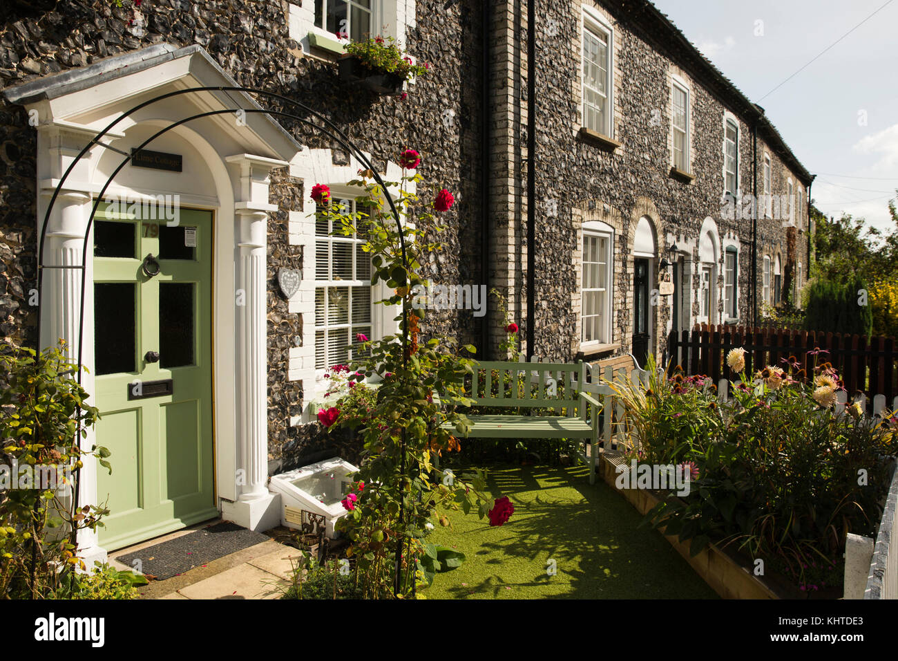 Terraced Cottage Front Gardens Stock Photos & Terraced Cottage Front ...