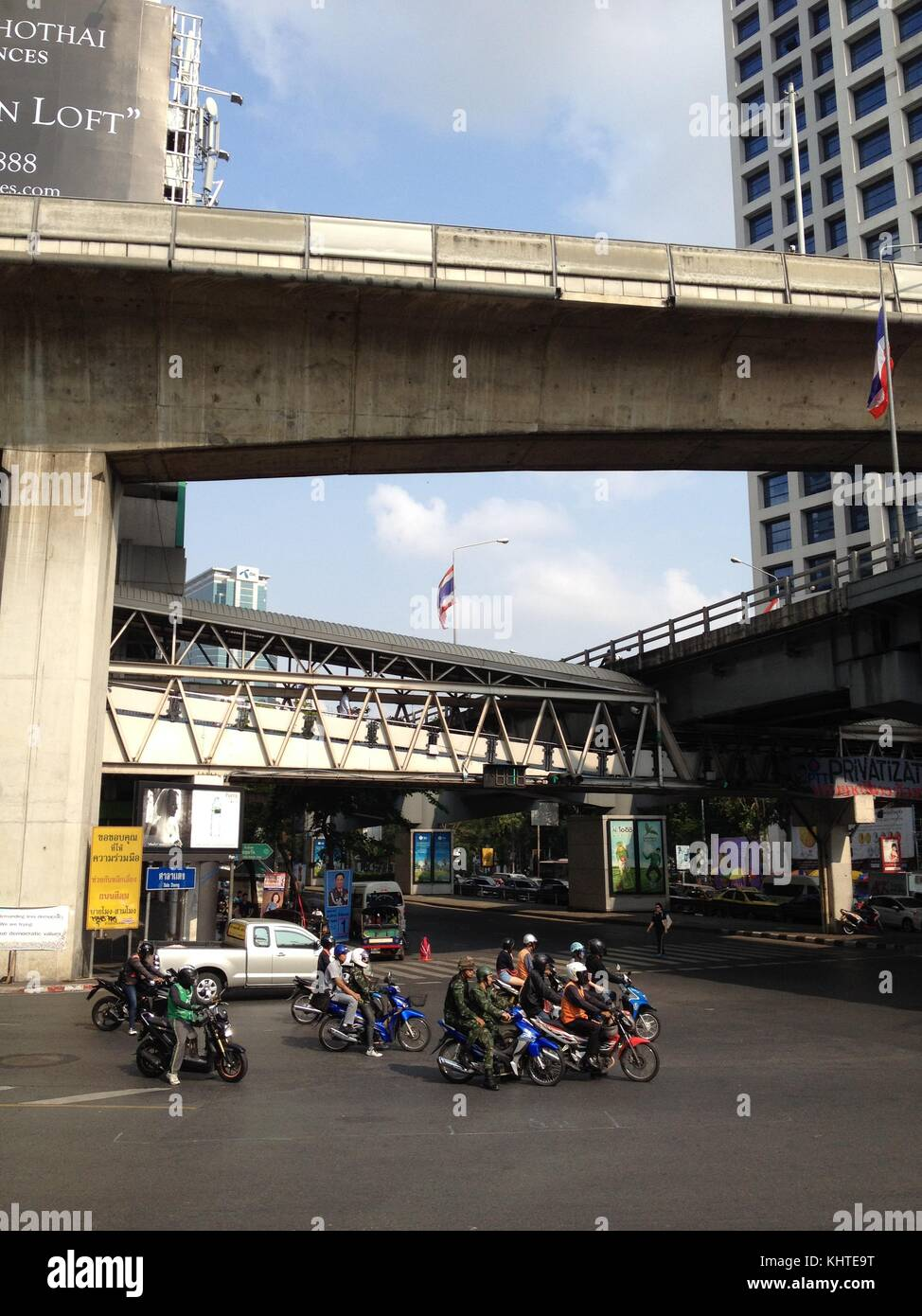 Traffic on the road in central Bangkok - Stock Image