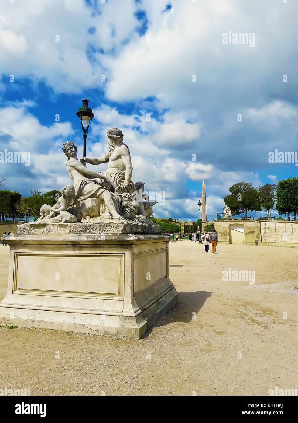 Female statue broken stock photos female statue broken stock images alamy - Statues jardin des tuileries ...