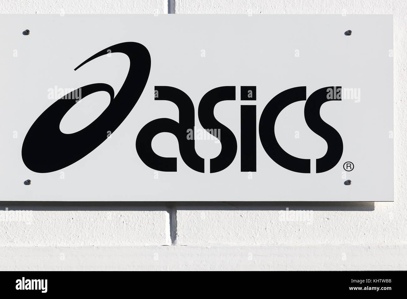 Asics Logo Photos & Asics Logo Images Alamy