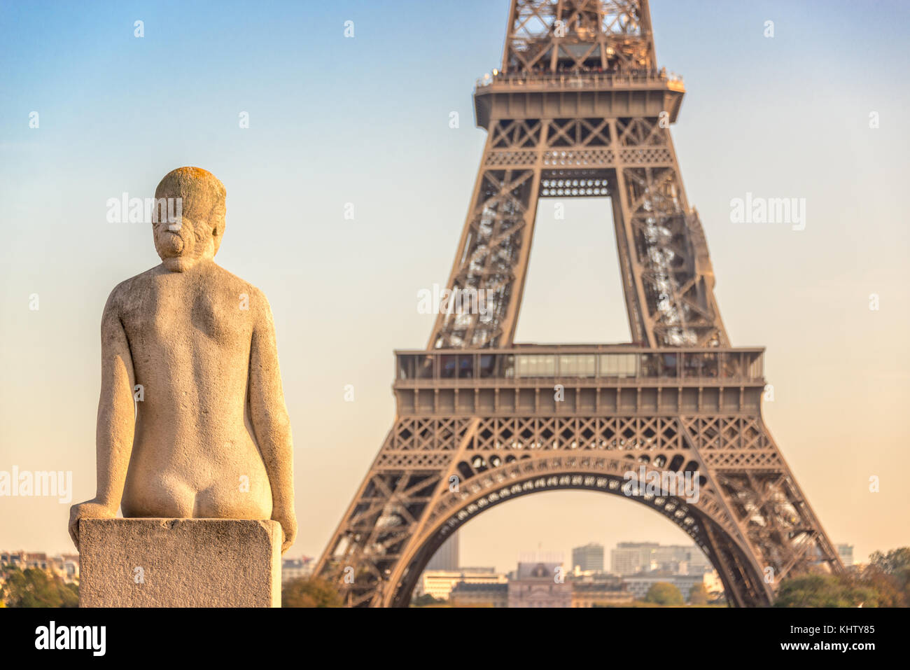 Woman stone statue in the Trocadero garden, Eiffel tower in the background, Paris France - Stock Image