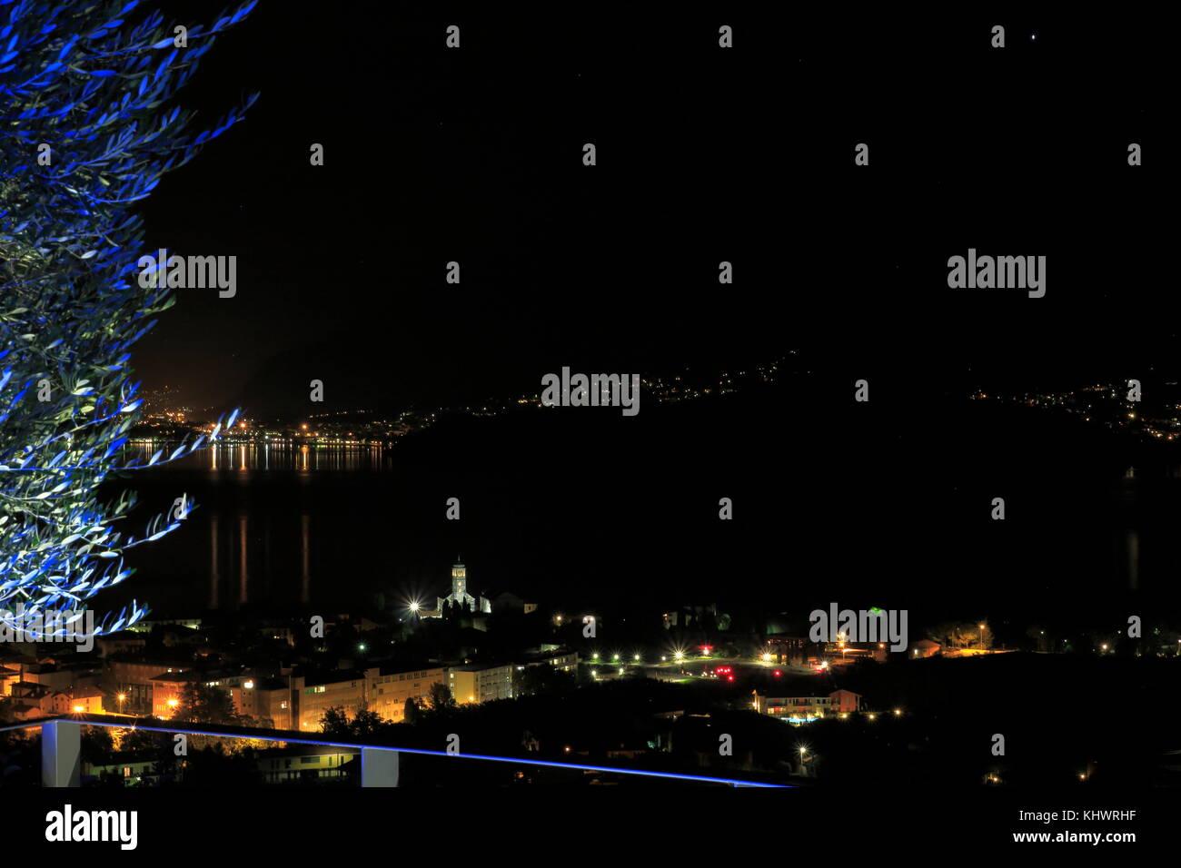 Blick auf Gravedona am Comer See bei Nacht - Stock Image
