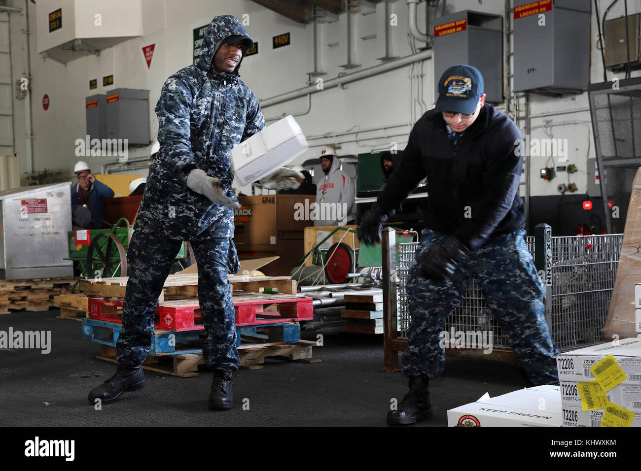 NORFOLK (Nov. 14, 2017) Air Traffic Controller Airman Kirk West (left) and Aviation Boatswainís Mate (Handling) - Stock Image