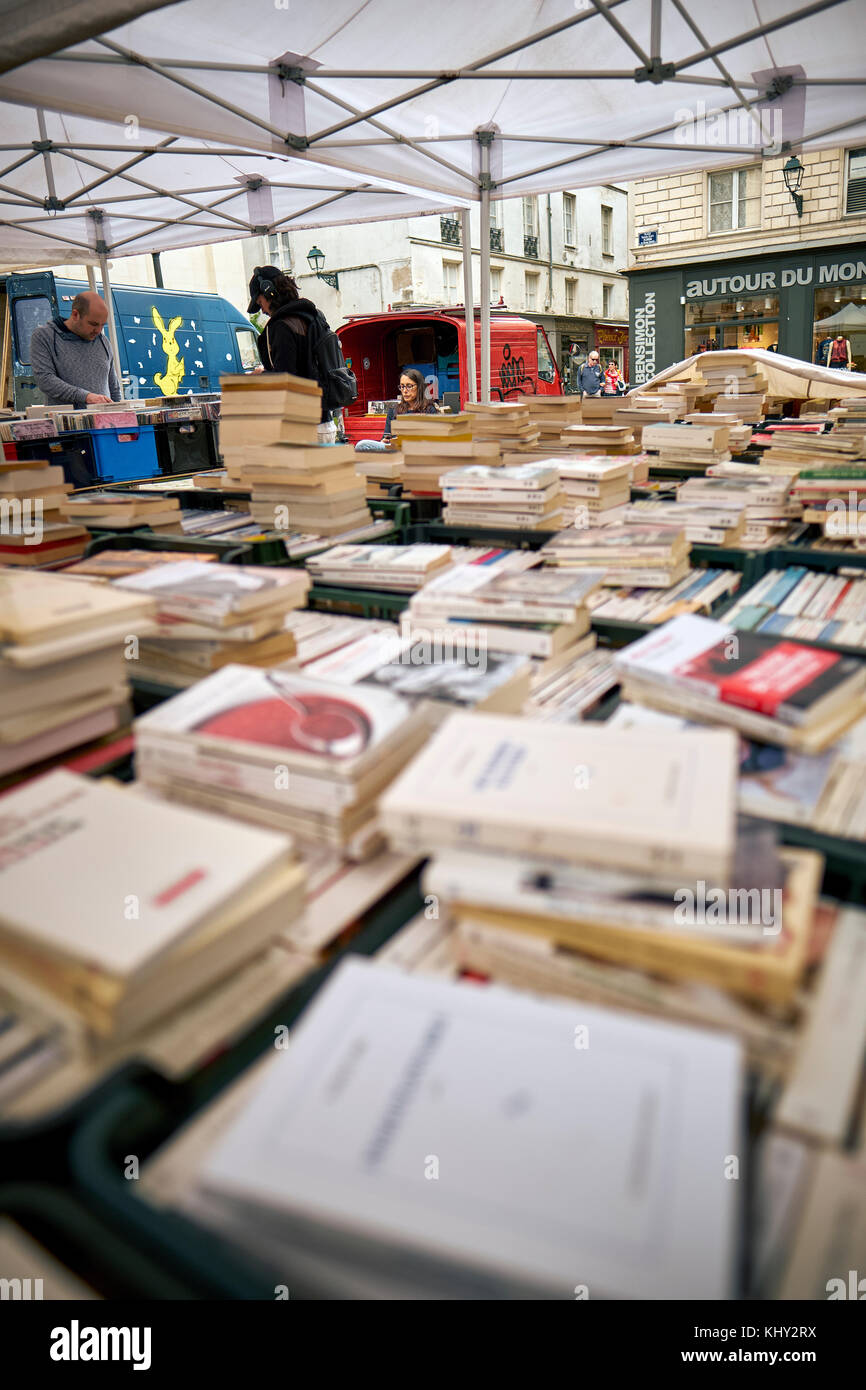 A book market stall in Nantes, Loire-Atlantique, Pays de la Loire, France. - Stock Image