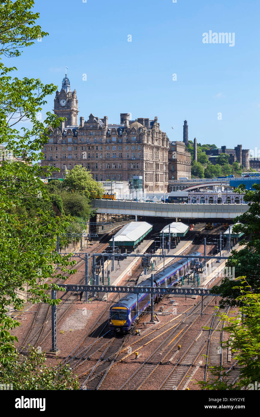 Edinburgh scotland edinburgh balmoral hotel behind edinburgh waverley railway station edinburgh city centre edinburgh - Stock Image