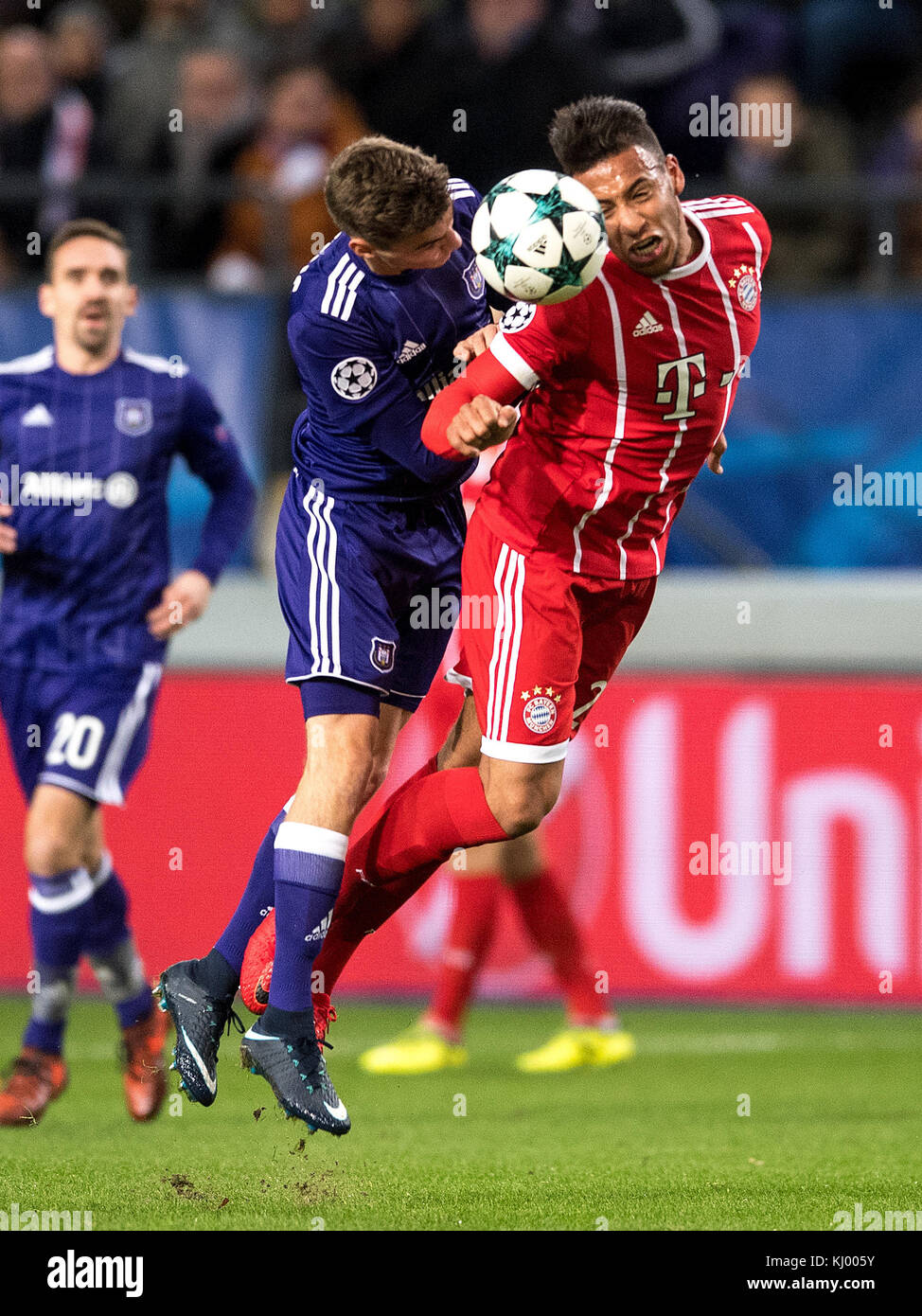 Munich's Corentin Tolisso (R) and Anderlecht's Pieter Gerkens vie for the ball during the Champions League - Stock Image