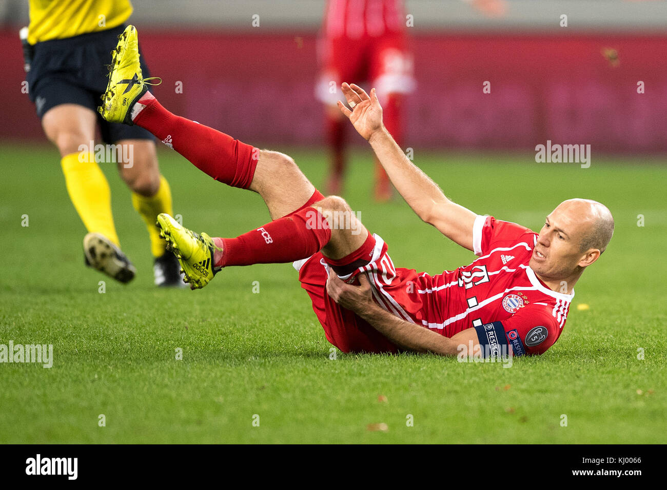 Munich's Arjen Robben falls to the ground after a foul during the Champions League soccer match between RSC - Stock Image