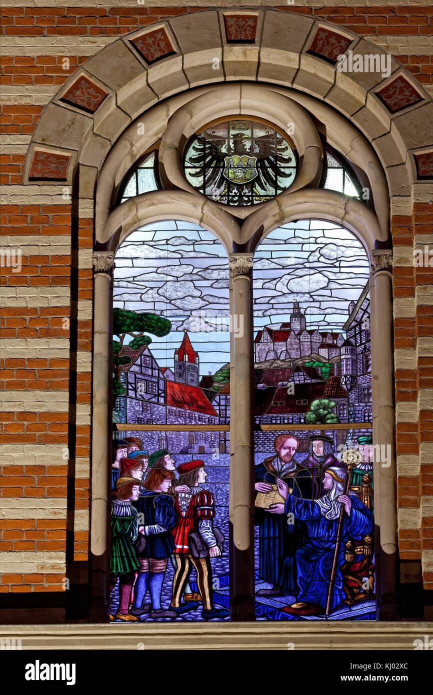 beleuchtete Fenster Bildungshaus Carl Ritter Quedlinburg - Stock Image